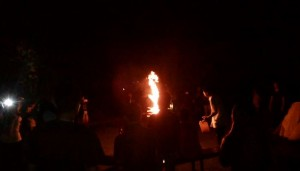 Acara Pesta Malam Tahun Baru 2014 - 2015 di Ubud Camp Api Unggun