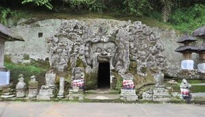 Objek Wisata di Ubud Pura Goa Gajah